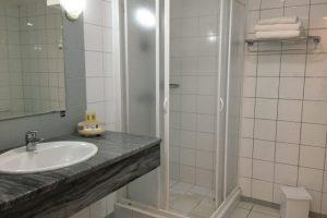 Kuba-Cienfuegos-Jagua-Hotel-Badezimmer