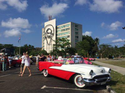 Kuba-Oltimer-rot-Heideker-Reisen