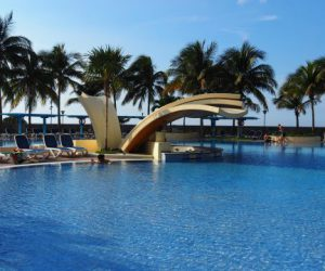 Kuba-Havanna-Panorma-Hotel-H10-Pool
